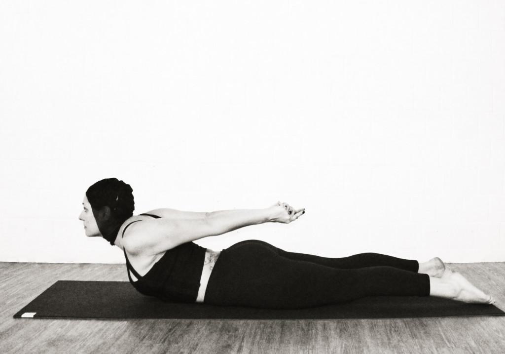 yoga shalabasana